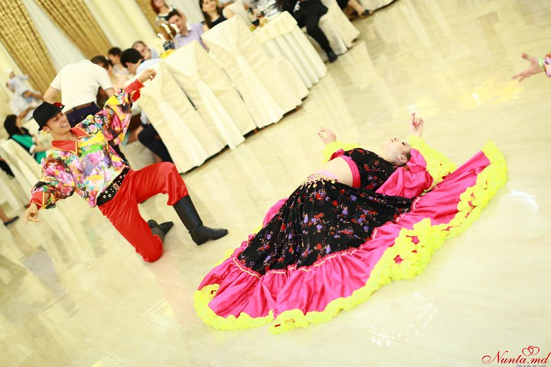Dansatori Profesionişti la Nunţi şi Cumătrii ARTaDance