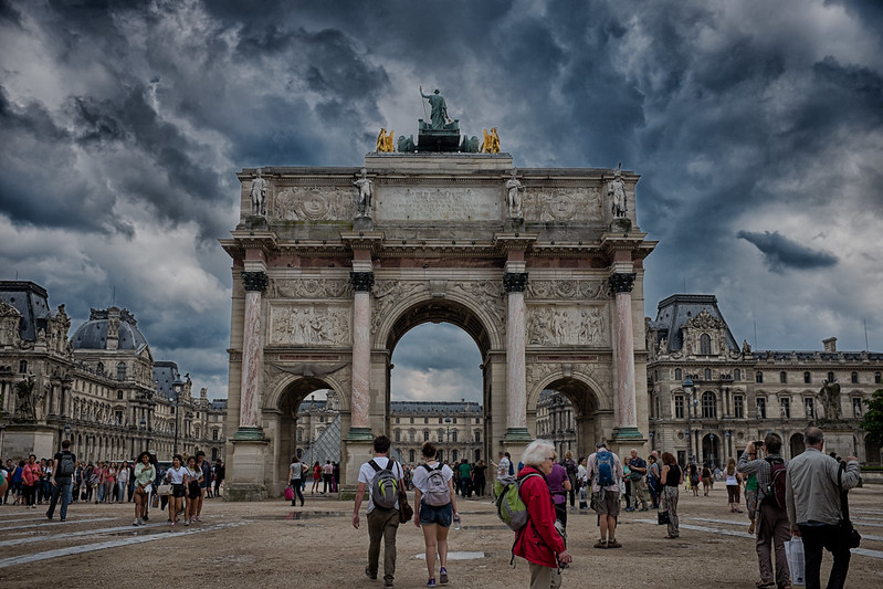 The Louvre Arch extreme