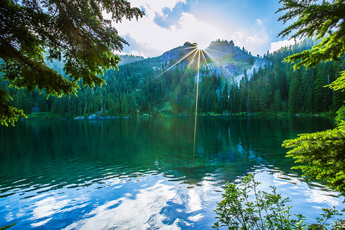 trees reflections mirrorlake sunstar tinkhampeak
