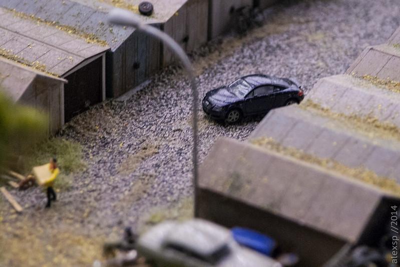 Машинка в гаражах
