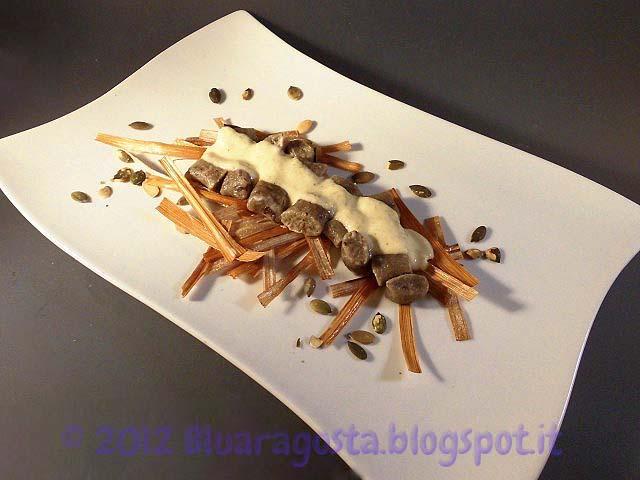 09-gnocchi di olive nere con fonduta di parmigiano e zucchine