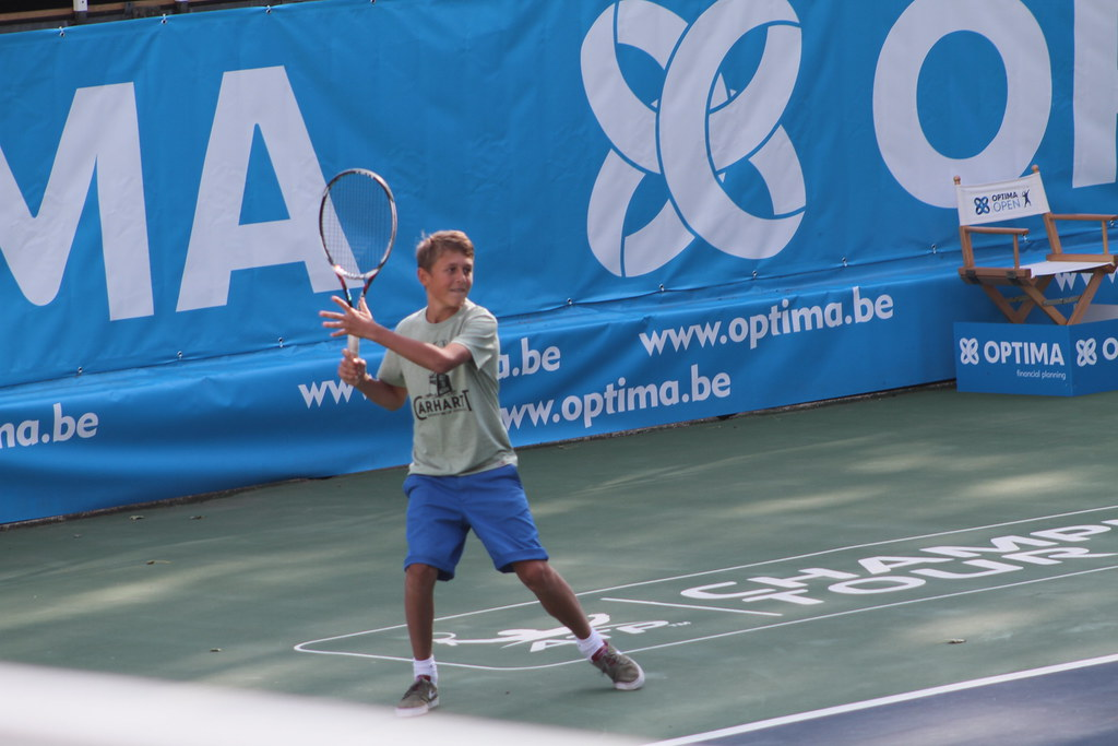 Kid playing against Rusedski to win a racquet