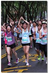 女生馬拉松路跑