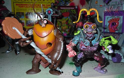 Nickelodeon  TEENAGE MUTANT NINJA TURTLES :: COCKROACH TERMINATOR V.2 ix / ..with SCUMBUG '90 (( 2014 ))