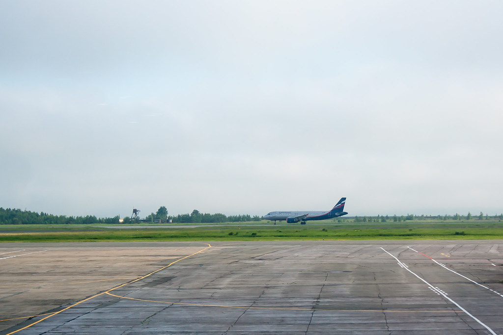 Москва. Вылет задерживался, делать было нечего. Взлет SU1533 VQ-BBC / Airbus A320-214