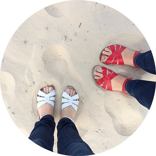 Saltwaters in the sand (@holly_inez  in red) at Currumbin Beach on the Gold Coast today. #quiltabout
