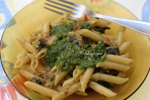 Pasta con pesto alla trapanese e zucchine