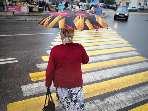 Пассажирам метро подарят складные зонты вДень пожилого человека