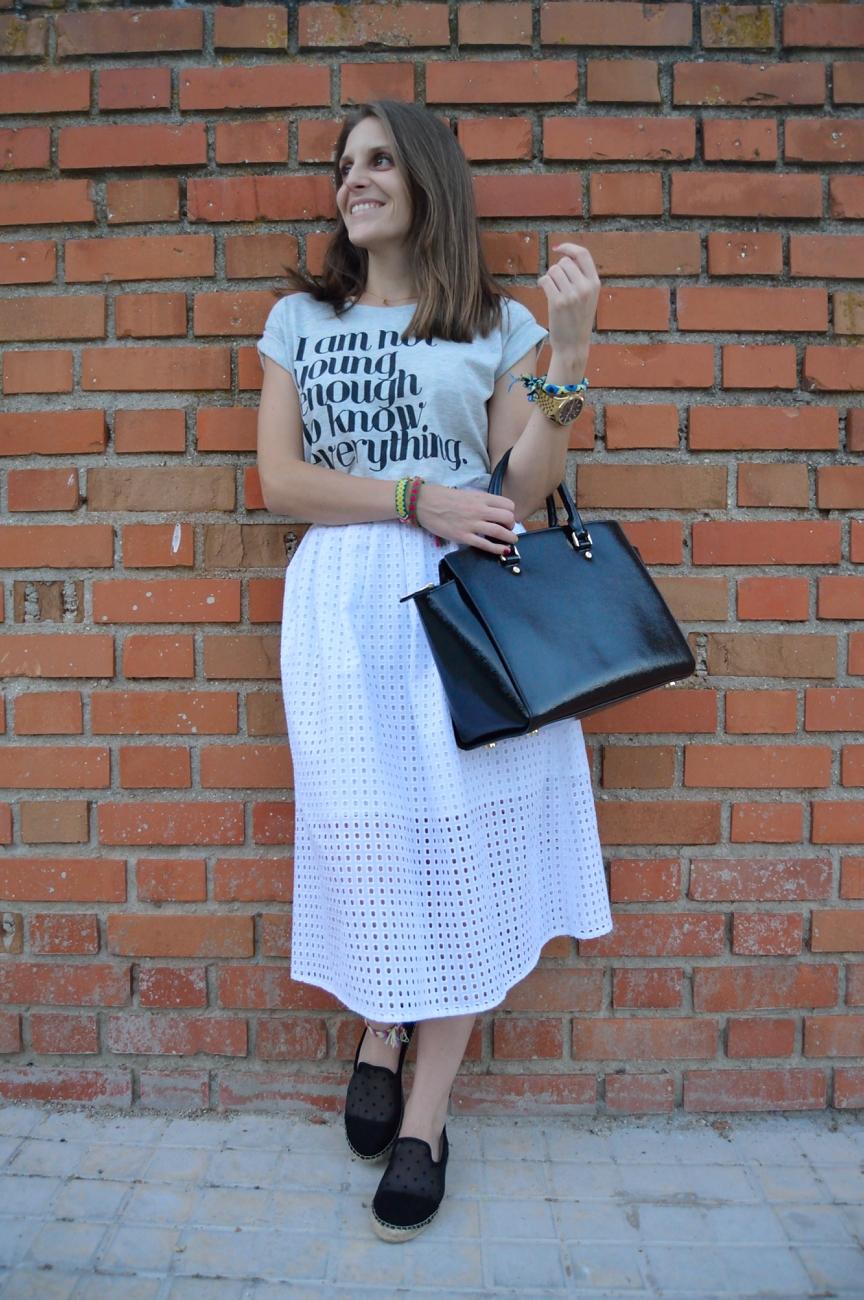 lara-vazquez-mad-lula-style-streetstyle-look-tee-long-skirt