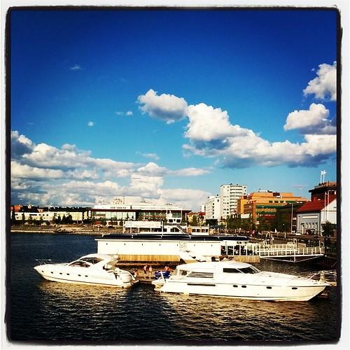 Luleås norra hamn. I bakgrunden vårt hem för några dagar, Clarion Sense.