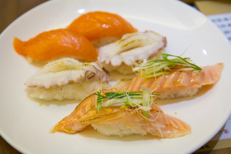 [美食] 台南 築地專賣壽司 食材新鮮、壽司好吃,炙燒鮭魚腹壽司入口即化!
