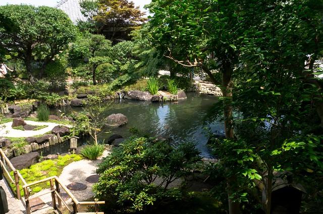 淨土式庭園的特徵為大水池