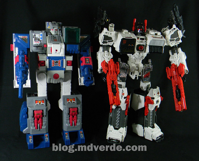 Transformers Fortress Maximus G1 Encore - modo robot vs Metroplex Generations
