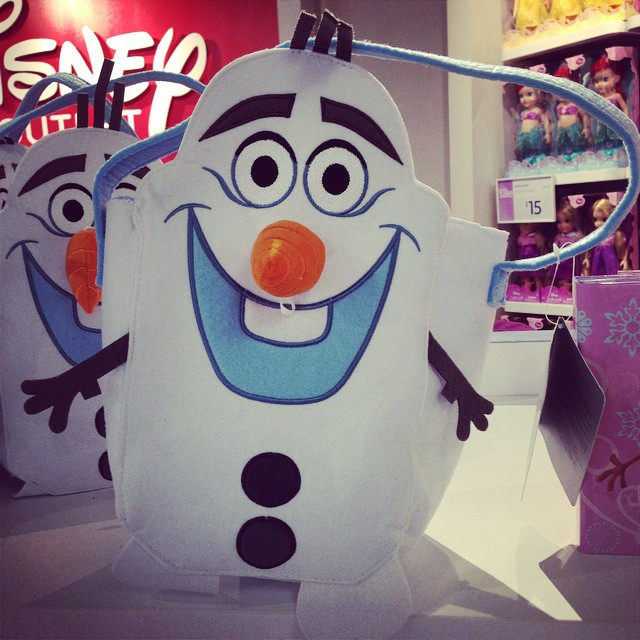 Of course, I'm not just at the outlets for myself... Went in the Disney store and scored this awesome Halloween treat bag of Olaf (his nose even falls off, there's Velcro to reattach it). This will go perfect with Autumn's Elsa costume!! ❄️❄️❄️⛄️⛄️⛄️