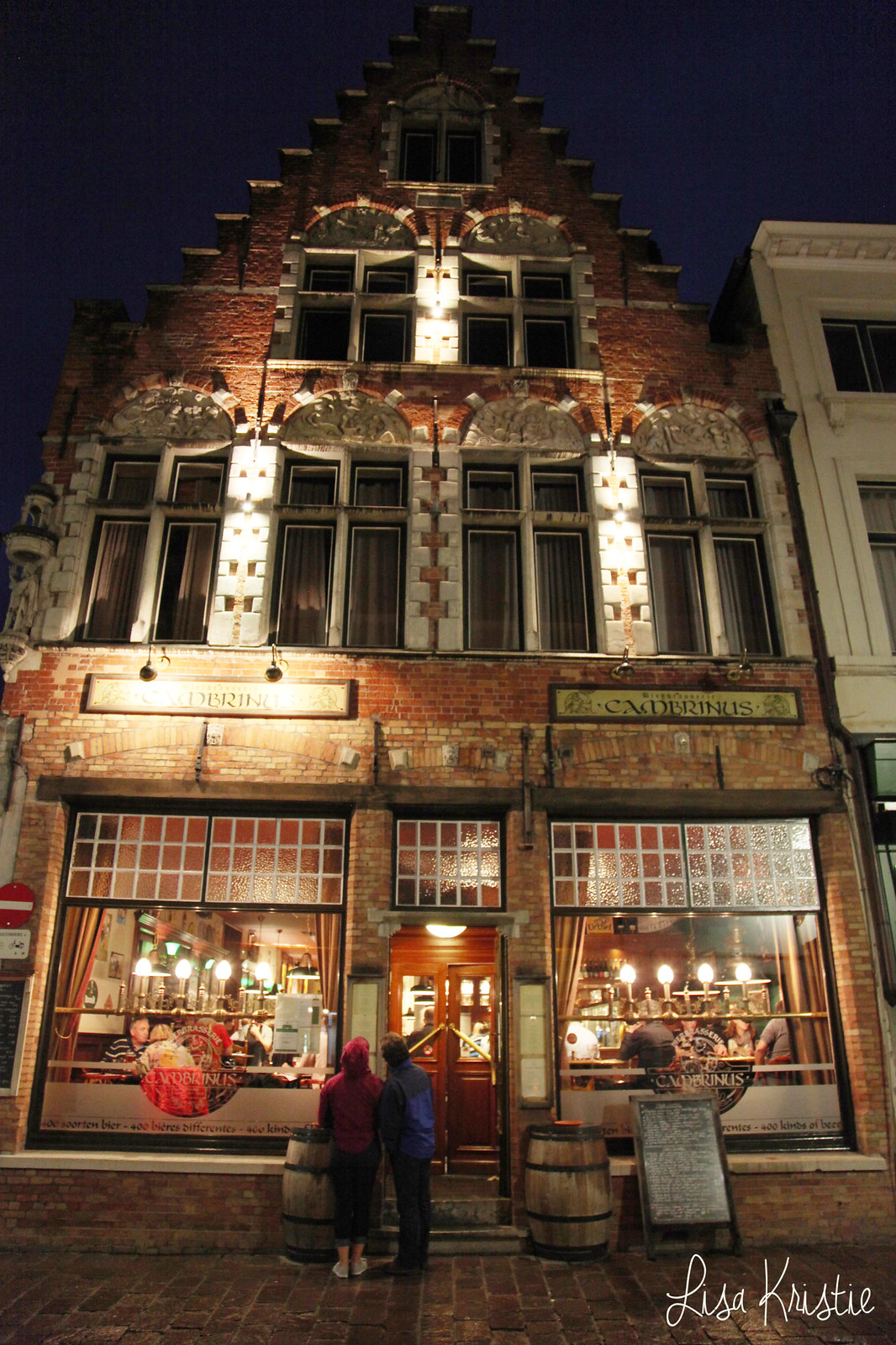 cambrinus brasserie brewery restaurant brugge belgium bruges facade building by night rain rainy weather beautiful lights summer medieval architecture