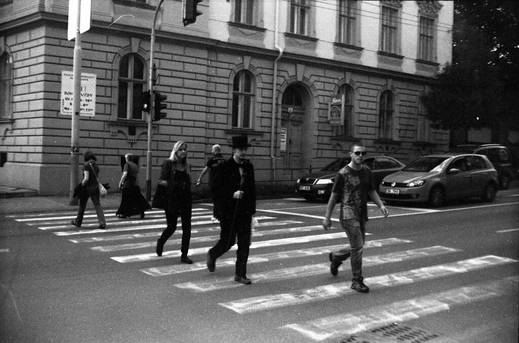 Siluet Elektro - Quite Cool Crosswalk Scene
