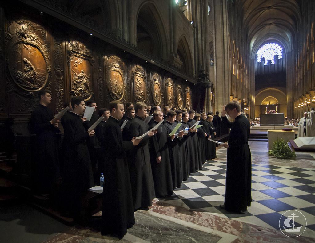 Студенты Санкт-Петербургской духовной академии посетили святыни и достопримечательности Франции