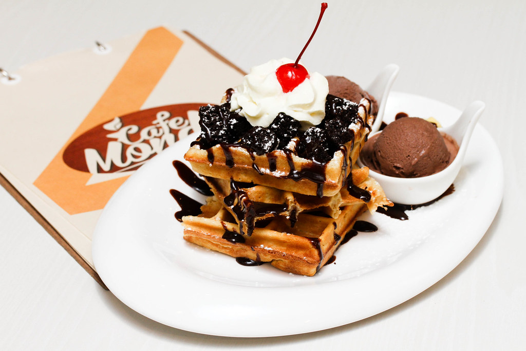 Orchard Central Food: Café Mondo's signature waffles