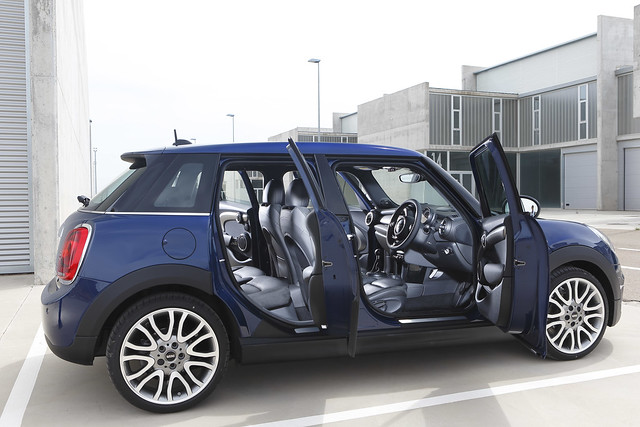 MINI F55 (5-door) Deep Blue Metallic