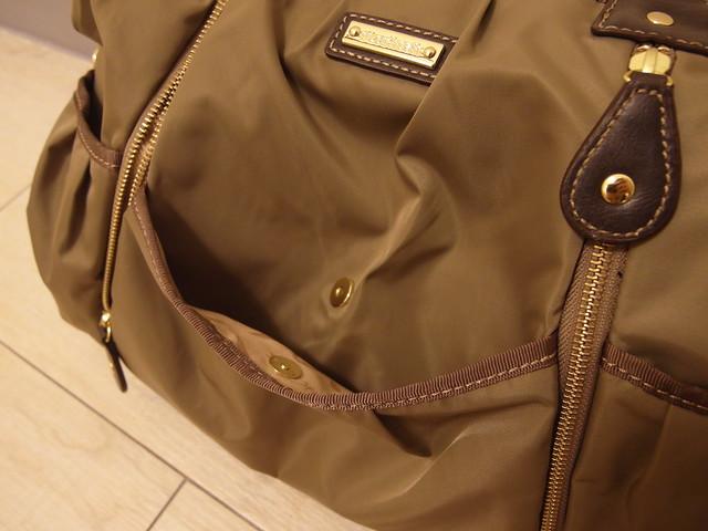 Storksak Olivia Moss 金棕奧莉薇包,前方的外側磁扣式口袋