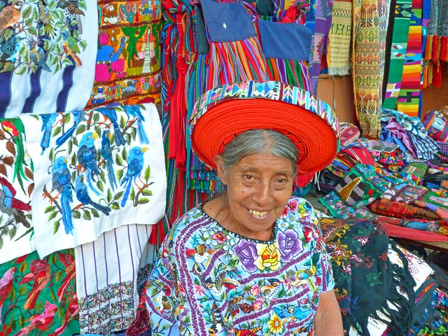 Mujer con tocoyal (Santiago Atitlán, Guatemala)