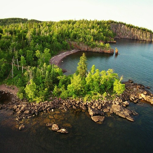 Lake Superior really doesn't get the credit it deserves. This is the shoreline about half way between Duluth and the Canadian border. Do you see us down there on the rocks? (Hint: @malimish_ava is wearing a pink dress)