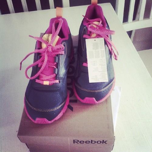 Rentrer chez soi et trouver une paire de running dans sa boite au lettre. J'ai envie daller courir. #reebok