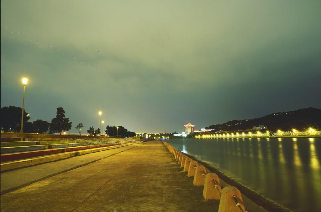 基隆河 by Fujifilm GSW 690II (6x9寬景)