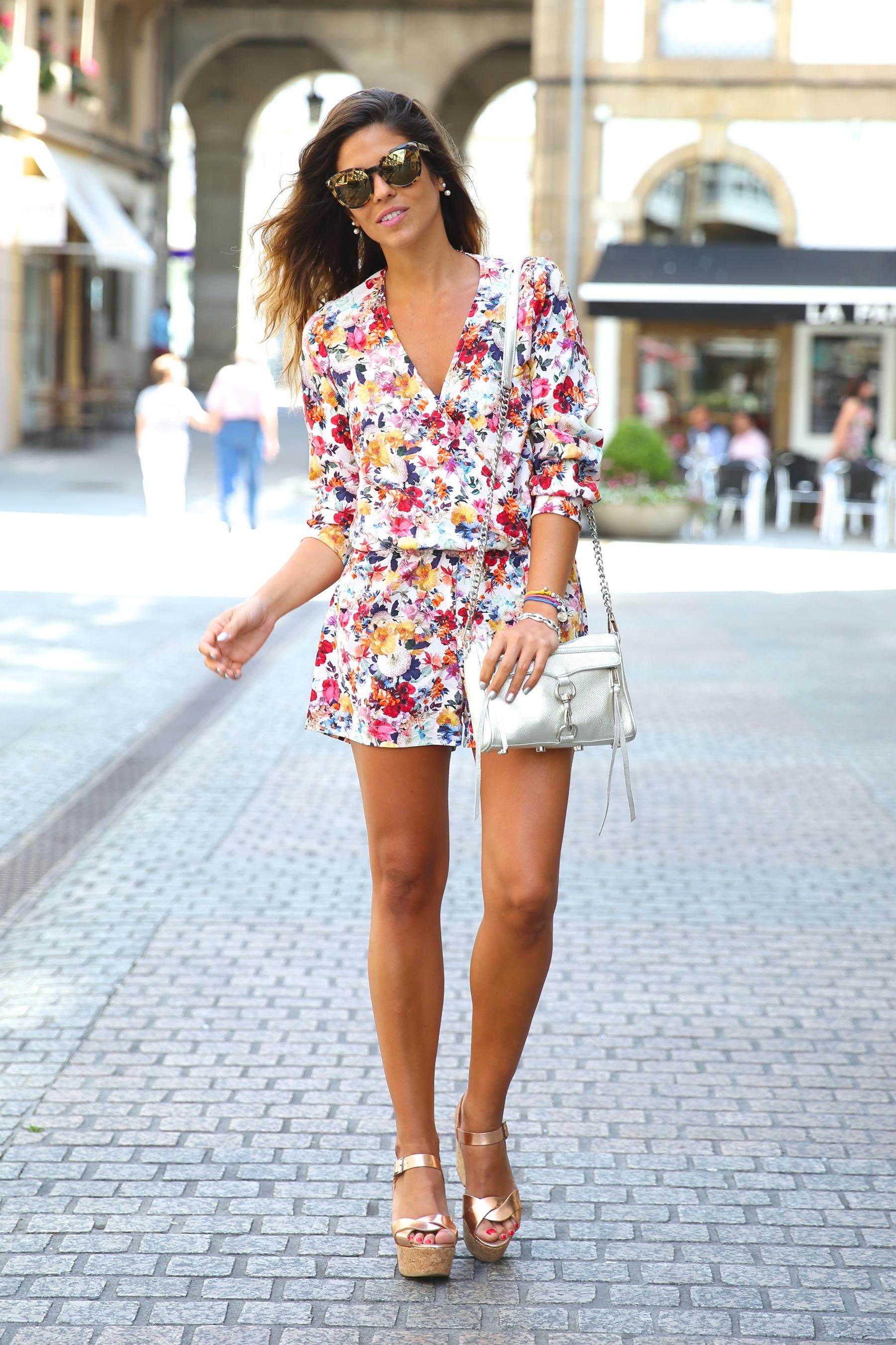 trendy_taste-look-outfit-street_style-ootd-blog-blogger-fashion_spain-moda_españa-mono-flores-flower_print-verano-summer-overall-la_coruña-8