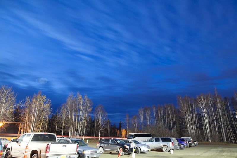 深藍色的天空