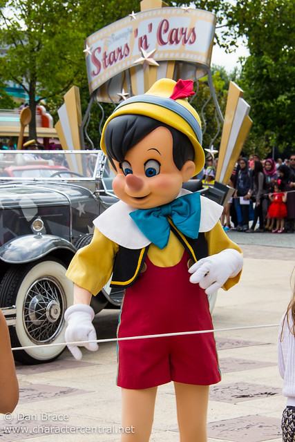 Disney's Stars 'n' Cars: Meet Your Disney Character Friends