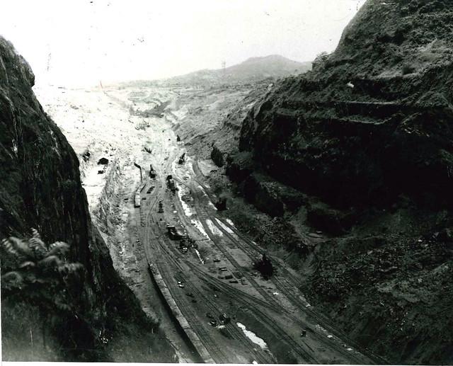 panama1913-Excavaciones entre cerros que dieron paso al canal