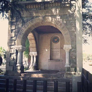 Blast from the past. Memorial arch from #Pasadena 's first public library. Damaged by 1933 Long Beach #Earthquake