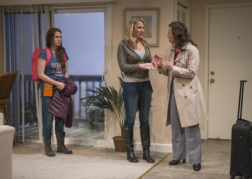 Leah Karpel (Lizzy), Lusia Strus (Becca), Lori Myers (Ali)