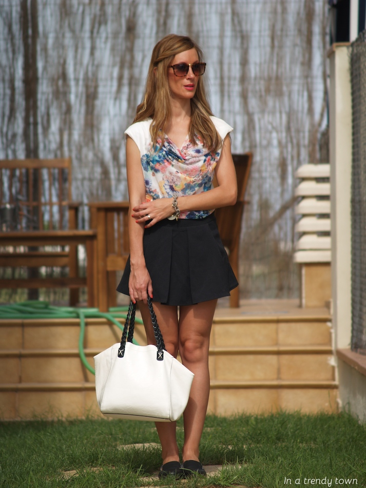 Outfit skater skirt In a Trendy Town blog