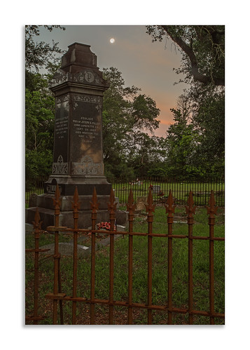 morning moon cemetery grave graveyard fence memorial texas unitedstates wroughtiron graves gravestone moonset tomball pillot carmennelsonbostick