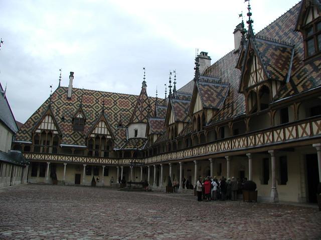 20031004_035_hospices_de_Beaune_courtyard