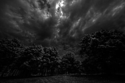 sky blackandwhite bw clouds noiretblanc gimp nb ciel québec nuages hdr tonemapping d700 mantiuk luminancehdr