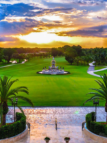 sunset sky italy usa fountain beautiful clouds canon golf evening florence spring florida miami decorative statues resort course stunning fairway ornate stallions trump majestic doral cherubs oldworld lightroom florentine imported puttinggreen bluemonster hole18 powershotg16 trumpnationaldoralmiami
