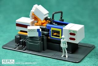 鋼彈模型開盒報告:沒有它就沒有鋼彈!鋼彈之母 - 電動式四色射出成型機