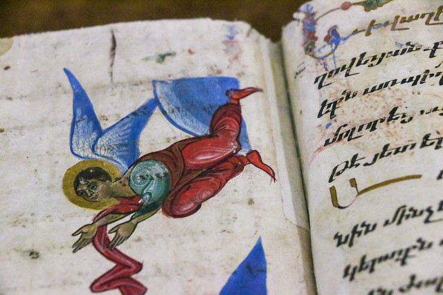 Angel in the old Armenian bible, museum of Vank Cathedral, Isfahan, Iran イスファハン、ヴァーンク教会博物館、古い聖書の天使
