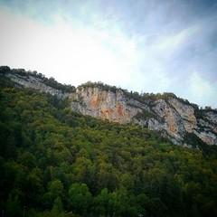 En rentrant de Genève, les lueurs du soleil sur la montagne.