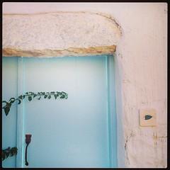 The door into our front courtyard. #choraamorgos #amonthingreece