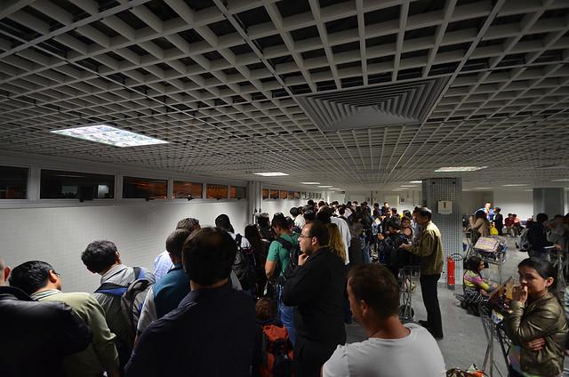 Aeropuerto de Foz de Iguazú esperando las maletas