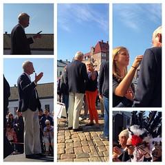 Tal - samtal - fotografering. Lundastudenterna ville fotograferas tillsammans med Carl Bildt  #val2014 #dinröst #nyamoderaterna #lund