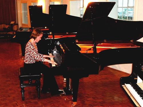 025 - Beth playing a Bösey
