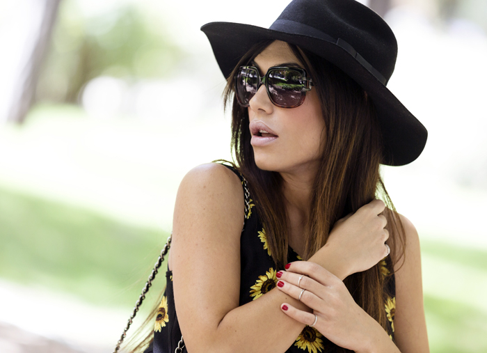 street style barbara crespo sunflowers 6KS dress its hoes boots fashion blogger outfit el retiro blog de moda