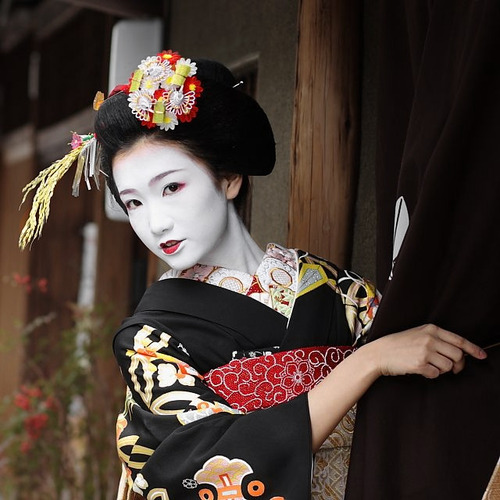 thekimonogallery: Kyoto, Japan. The maiko Fukuho.  Text and...
