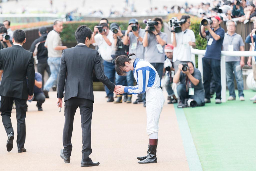 藤田菜七子騎手ペコリ