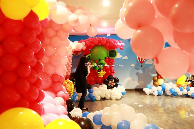 33252380521 4d7b00a905 c - 童趣幻想.氣球探索遊樂園-穿過彩虹隧道.來到氣球樂園.空中陸地海洋通通有.還有卡友限定的氣球泡泡池喔.台中新光三越10F天空劇場.3/11~3/29.免費入場參觀.假日親子遊